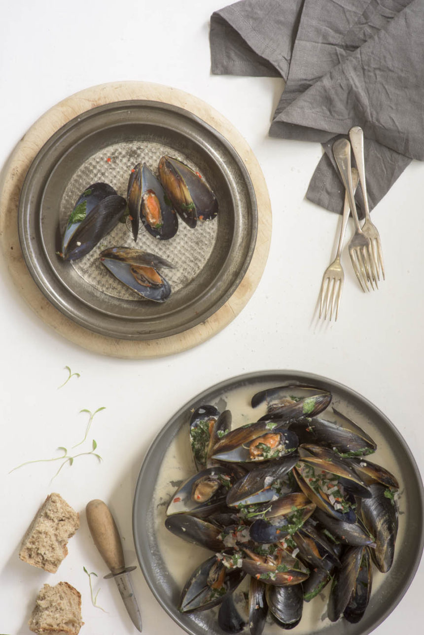 Coconut, chilli and lemongrass steamed mussels